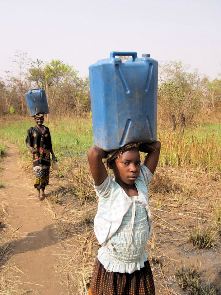 Water-carriers - south sudan